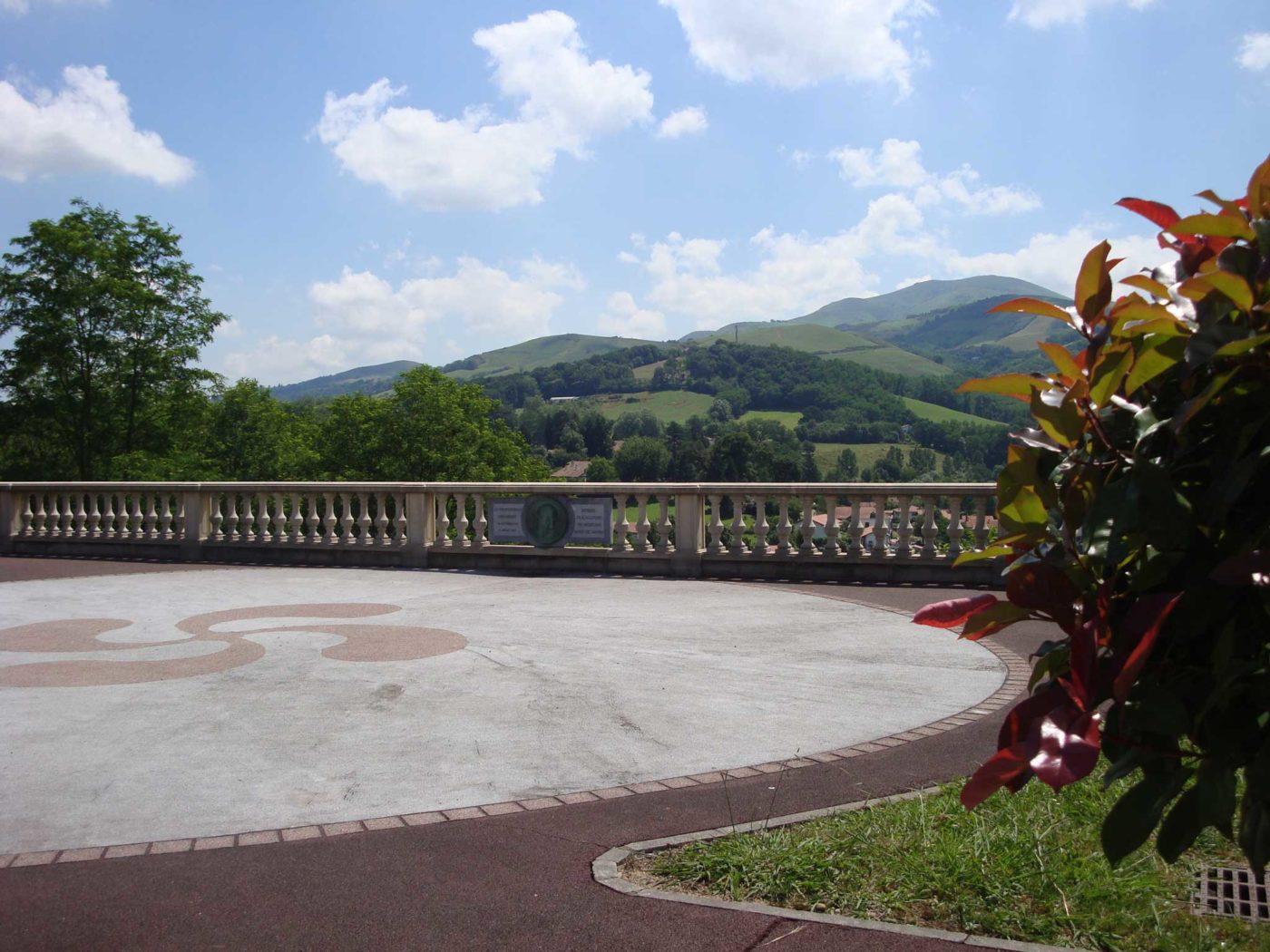 Arnaga Croix Basque Cambo-Les-Bains