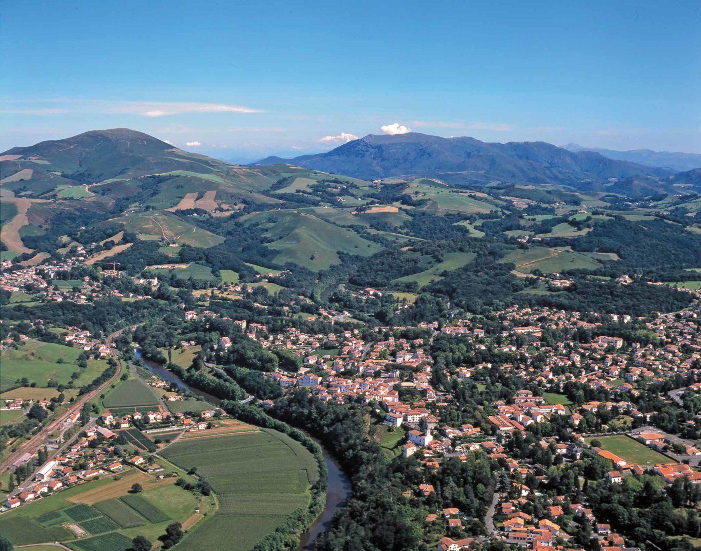 Cambo Les Bains Vue Aerienne Village Montagne