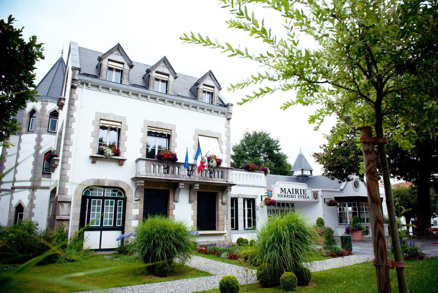 Mairie Cambo Les Bains Alex Gaztelumendi